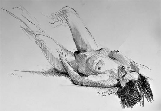 Véronique allongée sur le dos jambes relevées